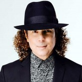A picture of Boney James.