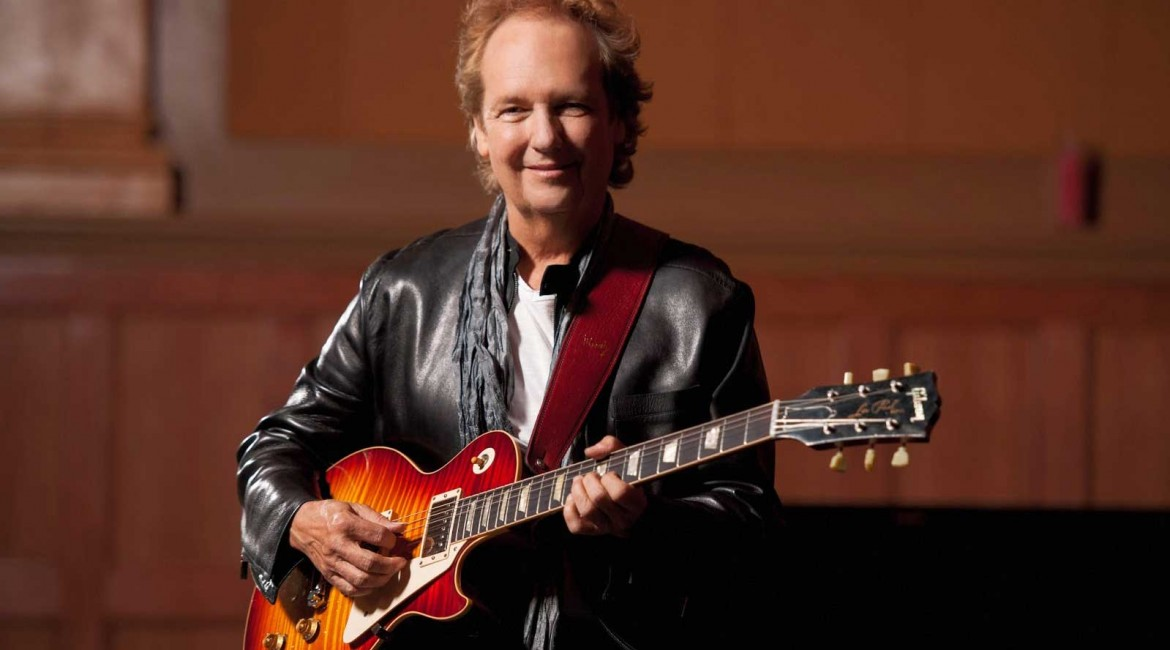 Lee Ritenour holindg guitar