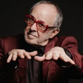 Bob James with fingers outstretched