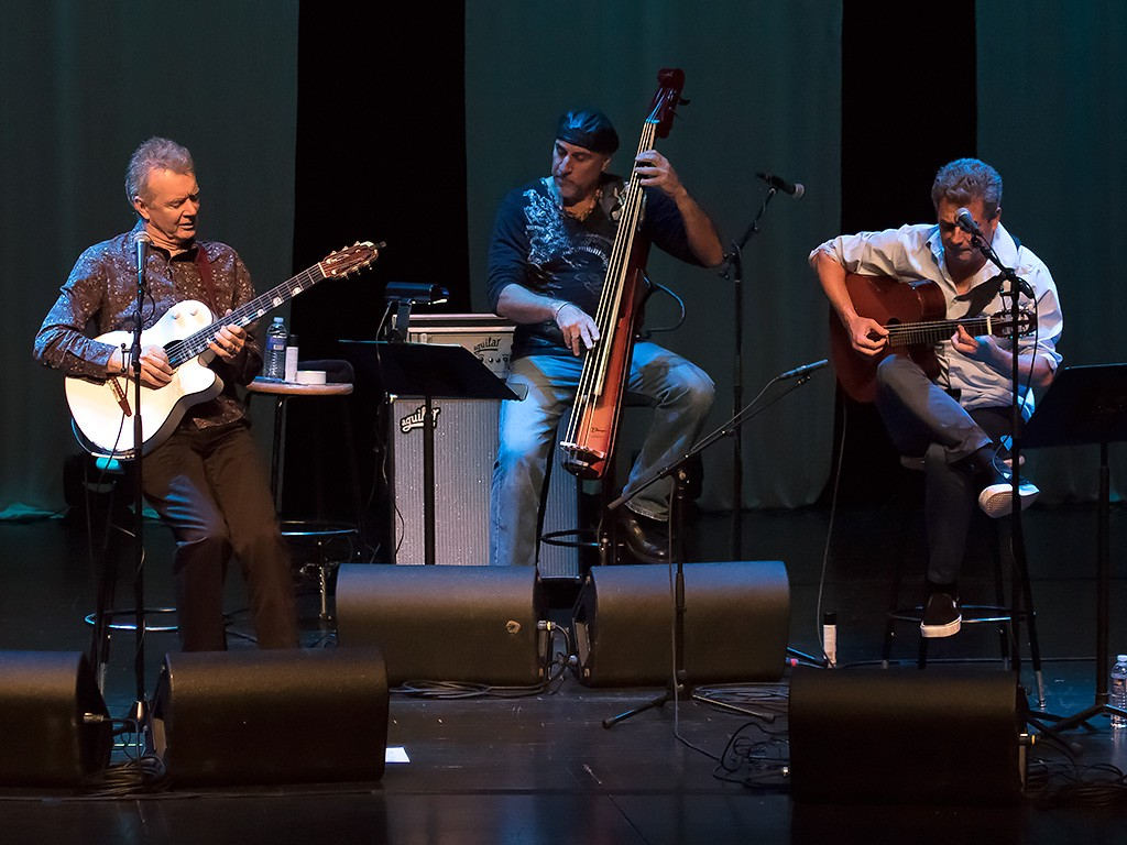 guitar tango peter white and marc antoine photo gallery about performing arts center. Black Bedroom Furniture Sets. Home Design Ideas